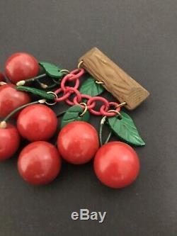 Beautiful Vtg Bakelite Eight Red Carved Dangle Cherries Pin Brooch