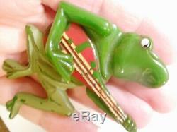 ORIGINAL 1940s Vintage BANJO PLAYING Green BAKELITE Swing Arm FROG PIN