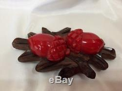 Rare CHERRY RED BAKELITE ACORNS ON CARVED WOOD Pin Brooch Vtg Costume Jewelry