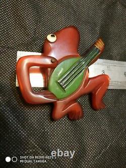 Rare vintage bakelite fog pin brooch movable arm guitarist