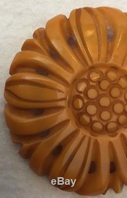 True Vintage BAKELITE Butterscotch Deep Carved Yellow Daisy Flower Pin Brooch