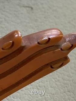 VINTAGE 1960s CARMEL BROWN FIGURAL HAND DEEPLY CARVED BAKELITE PIN BROOCH