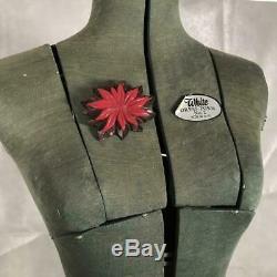 Vintage 1930s Art Deco Depression Wood Bakelite Poinsettia Red Flower Brooch Pin