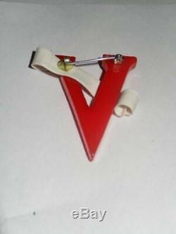 Vintage 1940s V For Victory Bakelite Pin