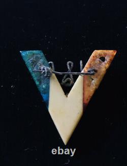 Vintage WWII V Victory Pin USN Metal And Bakelite